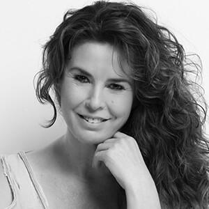 female spanish castellano voice artist